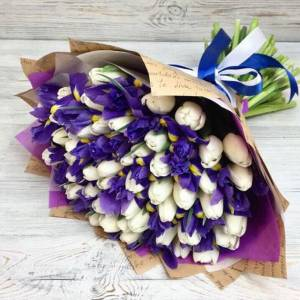 Сборный букет 101 тюльпан и ирисы с упаковкой R1244