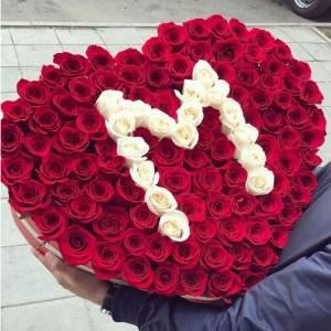 151 роза с буквой, сердце в коробке R846