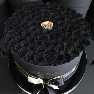 Коробка 101 черная роза с одной золотой R827