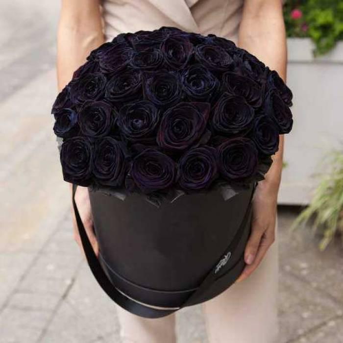 29 черных роз в коробке R829
