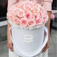 35 розовых нежных роз в коробке R035