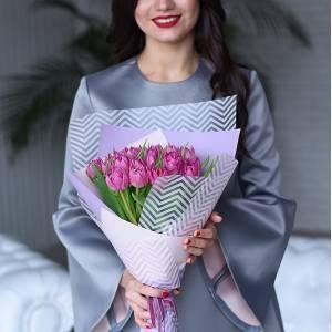 Букет 21 розовый тюльпан в упаковке R979