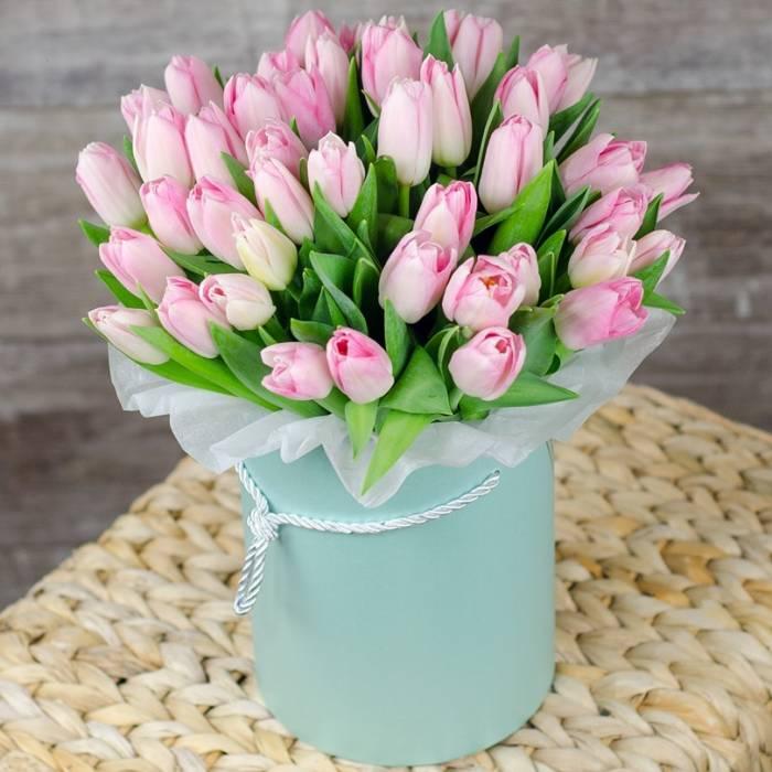 29 розовых тюльпанов в коробке R032