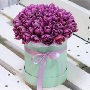 39 сиреневых тюльпанов в коробке R976
