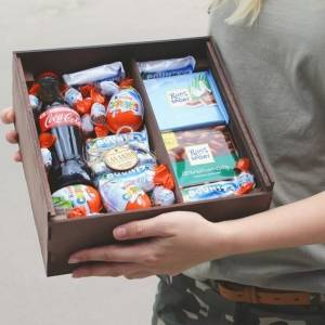 Подарочная коробка со сладостями R002