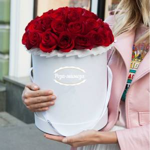 25 красных роз в коробке R148