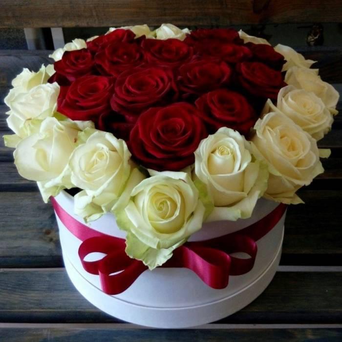 29 роз в форме сердца в коробке R044