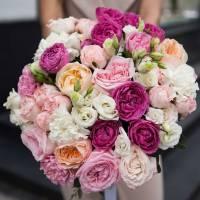 Сборный большой букет пионовидной розы и эустомы R021