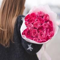 Букет 19 пионовидных роз с упаковкой R012