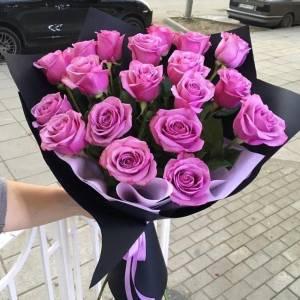 Букет 15 розовых роз в крафте R523
