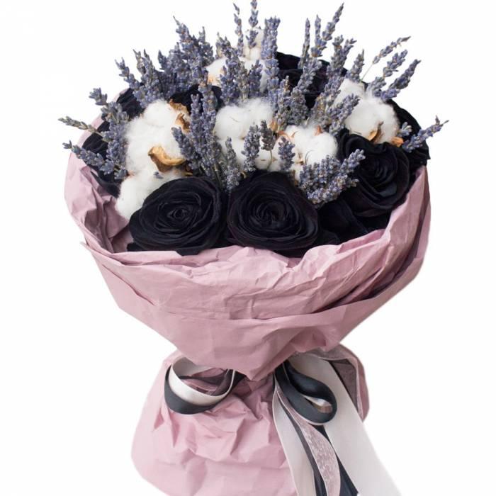 Букет 11 черных роз с хлопком с упаковкой R818